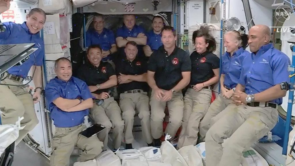 """ISS: Astronauts in the SpaceX capsule """"Crew Dragon"""" ISS"""