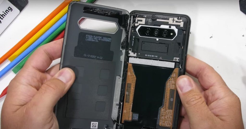 Xiaomi Black Shark 4: The secrets of the interior of the smartphone in the video
