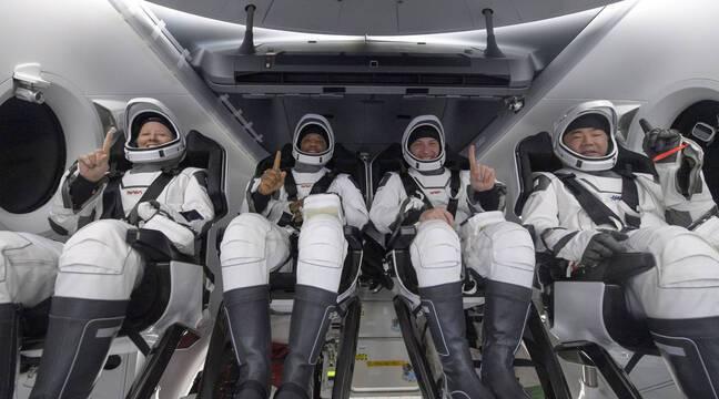 """""""Hard Breath"""", """"Unique Experience"""" ... Crew Dragon's Astronauts Return to Earth"""